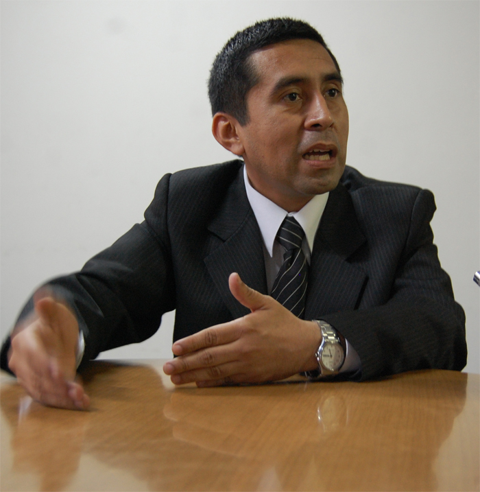 Dr.-Henry-Carhuatocto-Sandoval.