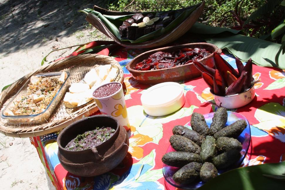 Culinária quilombola do Quilombo da Fazenda, em Picinguaba e pratos feitos com Juçara (Foto: Quilombo da Fazenda).