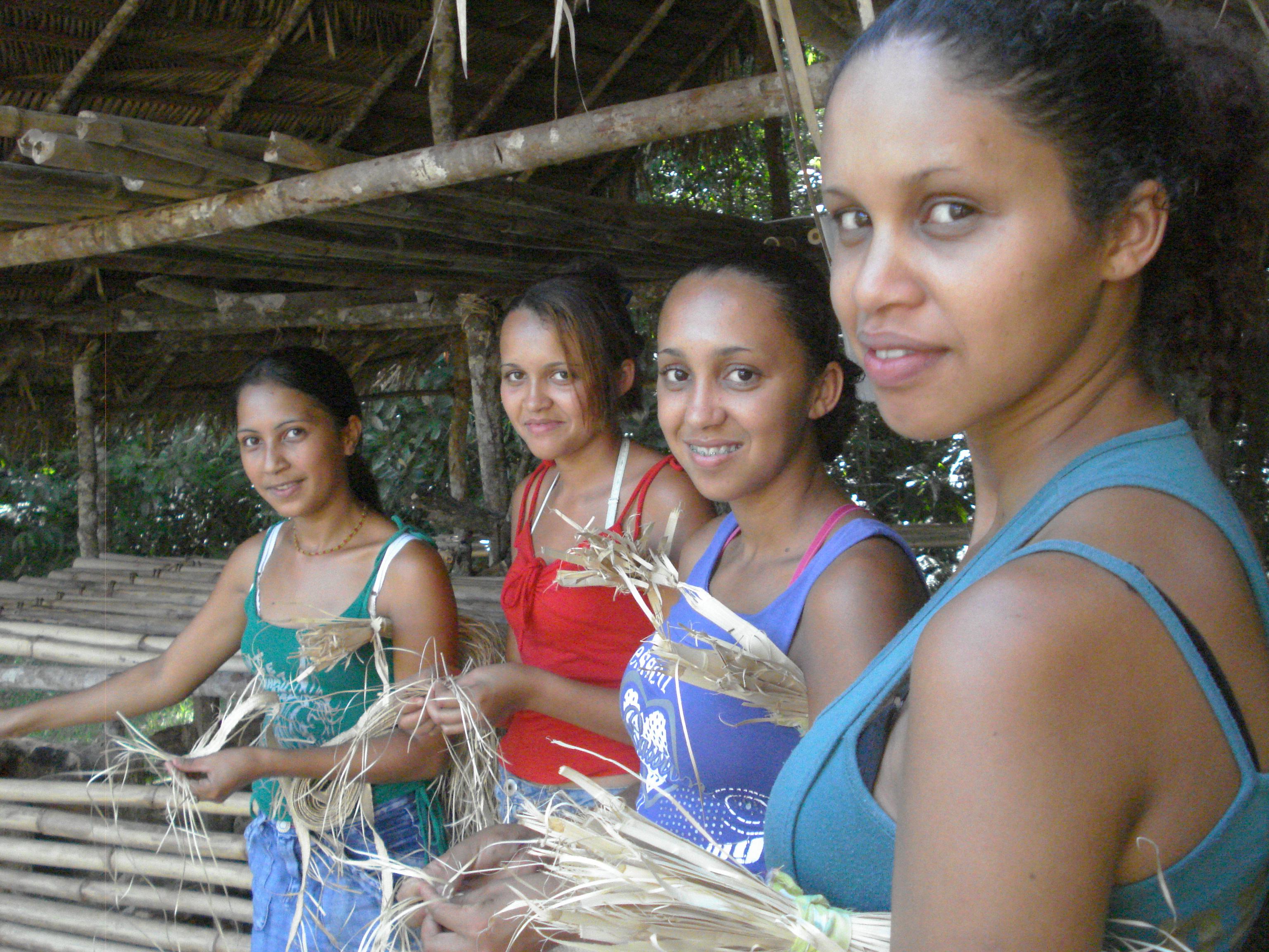 Jovens trançadeiras em busca de sua identidade. Foto: AMA LAPINHA