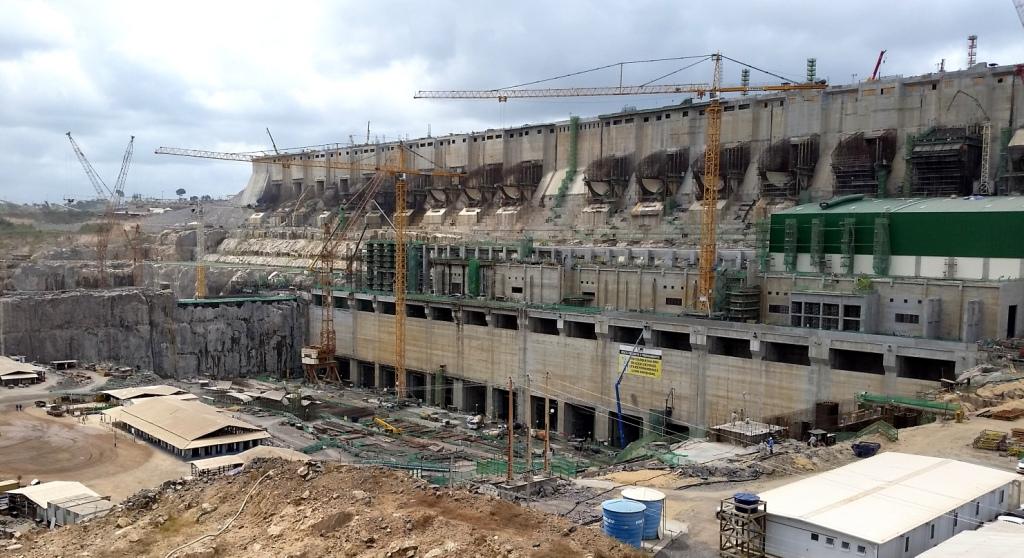 Obras da Usina Hidrelétrica de Belo Monte. (Foto: Wikimedia Commons).