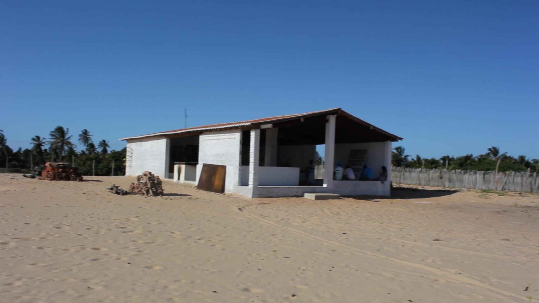 Vista externa da casa de farinha construída pela APAPAIS com apoio do Fundo Socioambiental CASA.